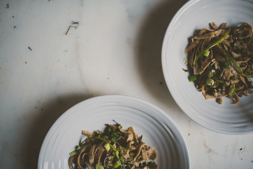 Seaweed Whole Wheat Pasta with Scallion Shiitake Sauce | bettysliu.com